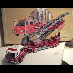 American LaFrance Aerial ladder fire truck 1:50 Corgi 97321
